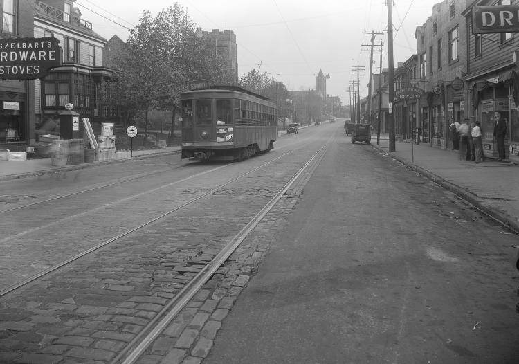 Carrick Trolley 1818 Brownsville 1927.jpg